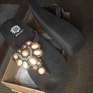 New Yellow box Phile Coral 9M sandal flip flop